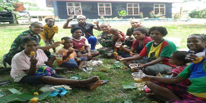 411 Kostrad Kenalkan Olah Makanan Khas Jawa di Papua 8-3-16 (2)