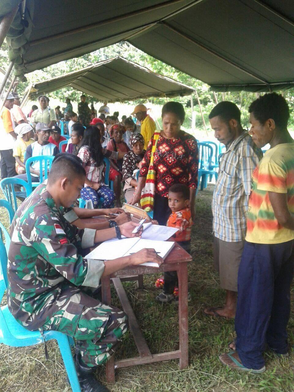 Satgas Pamtas Yl 431/Ssp Gelar Imunisasi Ibu Anak Di Kp. Kalipay Bersama Puskesmas Pembantu
