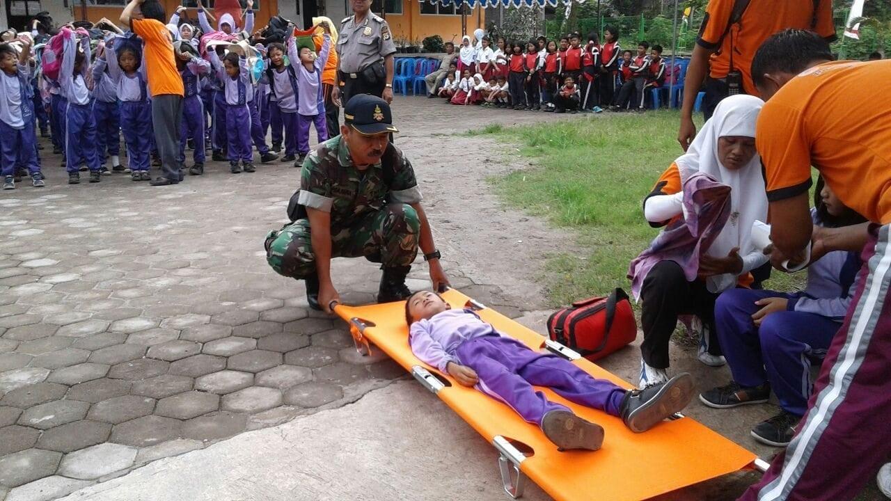 Koramil 01/cangkringan Bersama Bpbd Sleman Gelar Latihan Sekolah Siaga Bencana