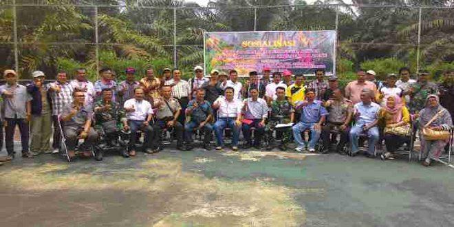 Anggota Koramil 07/Reteh dan Polsek Keritang Melaksanakan Sosialisasi Karhutla