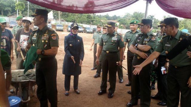Pangkostrad Dampingi Kasad Letakkan Batu Pertama Pembangunan Batalyon Cakra di Kabupaten Lebak Banten 30-3-16