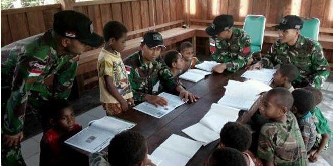 Memperkenalkan Budaya Baca Dan Menulis Di Perbatasan Satgas Yonif 406/CK Dirikan Rumah Pintar