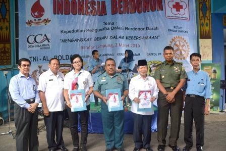 Warga Korem 043/Gatam Donorkan Darah Pada Kegiatan Indonesia Berdonor