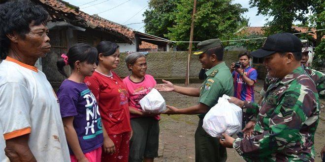 Ringankan Beban Korban Banjir, Kodim 0506 Tangerang, Dan PLTU 3 Lontar Berikan Bantuan Sembako