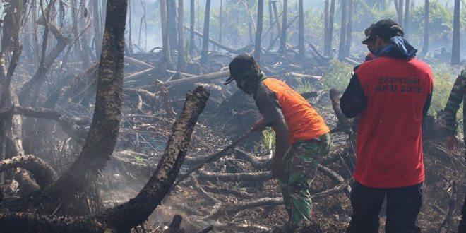 Tim Ekspedisi NKRI Padamkan Kebakaran Hutan