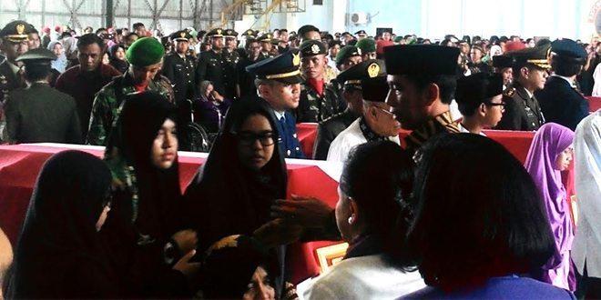 Indonesia Berduka : Presiden, Wapres & Menteri Beri Penghormatan Terakhir Kepada Jenazah Prajurit TNI yang Gugur di Poso