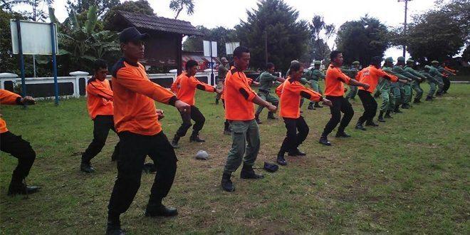 Pelatihan PBB,Beladiri Kepada Linmas Dan SAR Gunung Prau