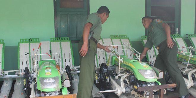 Kodim 0705/Magelang Terima Bantuan 5 Unit Rice Transplanter