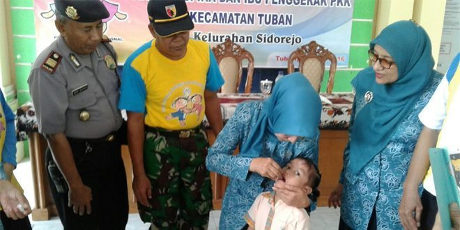 Danramil Kota Tuban Bersama Muspika Semarakkan PIN Vaksin Polio Secara Serentak
