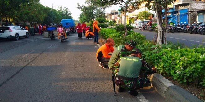 Koramil dan Muspika bersama warga Semampir Gelar Karya Bakti Pembersihan Jalan