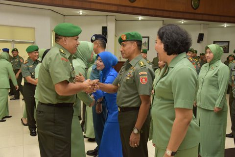806 Prajurit Dan Pns Kodam VI/Mlw Naik Pangkat