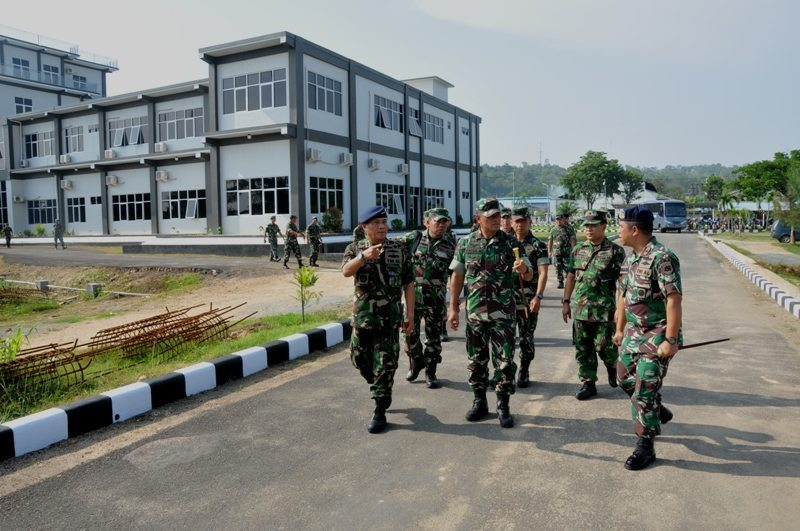 Panglima TNI bersama Kasad Tinjau Pangkalan Utama TNI AL XIV Sorong
