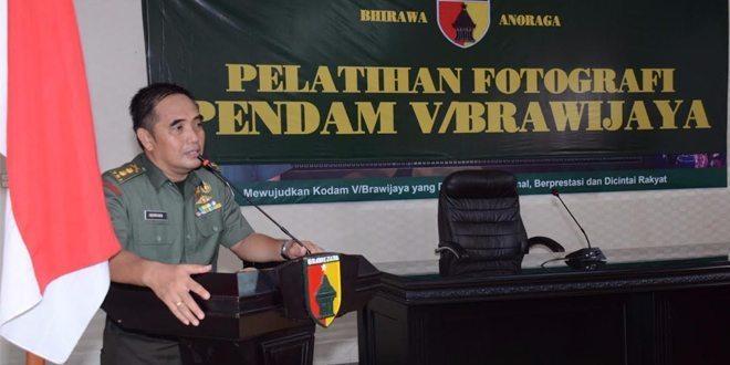 Prajurit Pendam V/Brawijaya Tingkatkan Kemampuan Melalui Pelatihan Fotografi