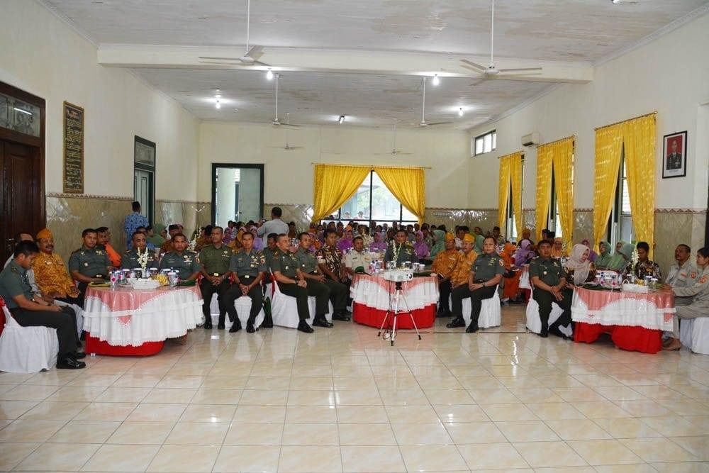 "Giliran Keluarga Besar TNI, terima bekal ""Proxy War"" dari Danrem 082/CPYJ"