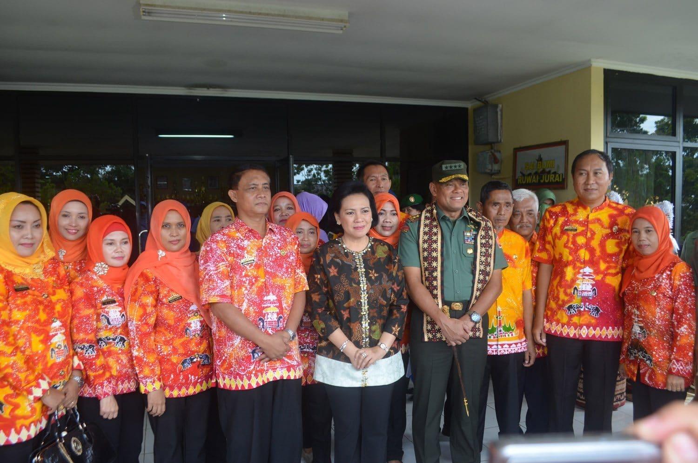 Panglima TNI dan Ketum Dharma Pertiwi Tinjau SLB di Lampung