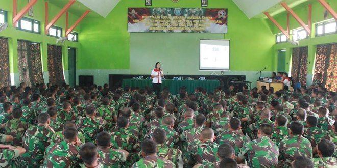 BNN Mojokerto Sosialisasi Bahaya Narkoba dan Tes Urine Kepada Prajurit Yonif Para Raider 503/MK Kostrad