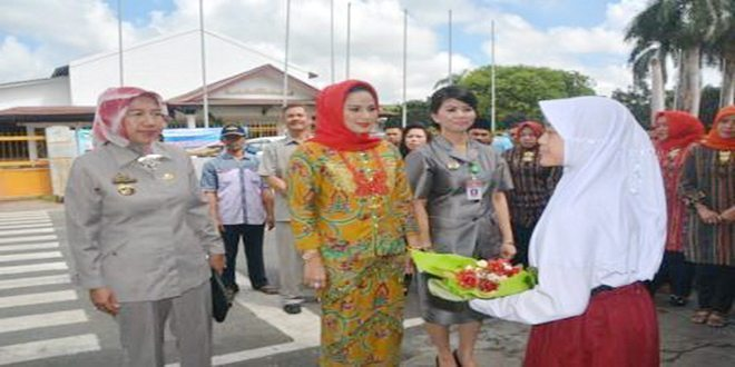 Ketua Dharma Wanita Provinsi Lampung Kunjungi Yayasan Sekolah Persit Kartika