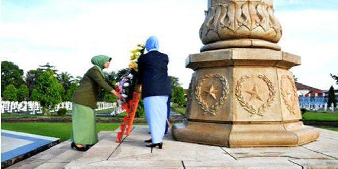 Wujud Penghargaan, Persit dan Dharma Pertiwi Ziarah di TMP