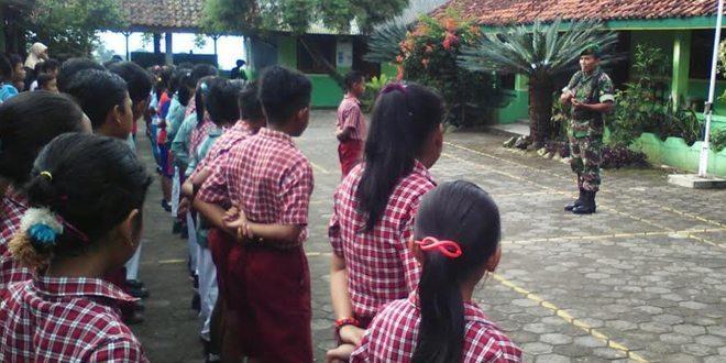 Latihan Baris Untuk Anak SD Kalegen