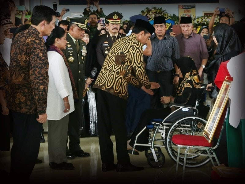 Presiden RI Joko Widodo Beri Penghormatan Terakhir kepada Prajurit TNI Yang Gugur di Poso
