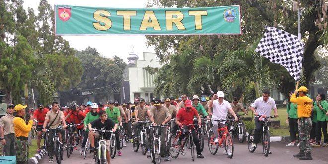 Sepeda Santai, Pameran Alutsista Dan Penanaman Pohon Dalam Rangka Hut Ke 50 Korem 074/Warastratama