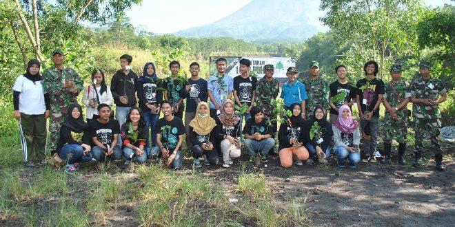 Sambut Hari Bumi Kodim 0732/Sleman Bersama Mahasiswa UGM Hijaukan Kepuharjo Cangkringan