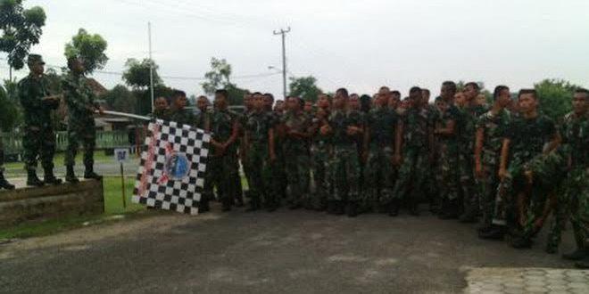 Peleton Tangkas Yonif 143/Twej Melaksanakan Pembinaan Fisik Lari 20 K