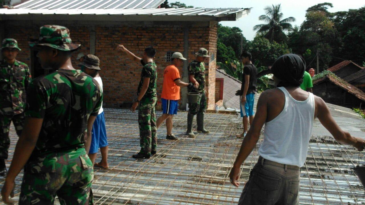 Yonkes 1 Kostrad Karya Bhakti Pembangunan Masjid di Dusun Parung