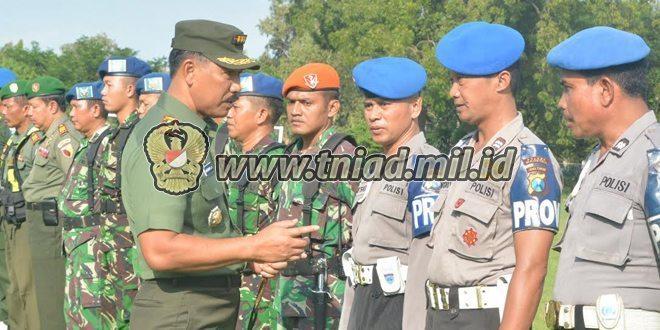 Danrem 081/DSJ Mengecek Kesiapan Pengamanan VVIP di Lanud Iswahyudi