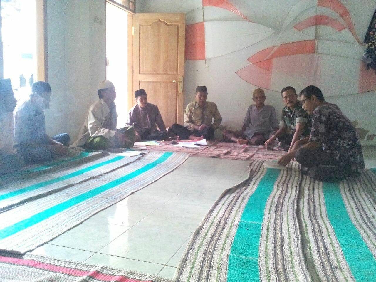 Babinsa Bersama PPL Kecamatan Kota Bangkalan, Sosialisasikan Penenaman Kedelai
