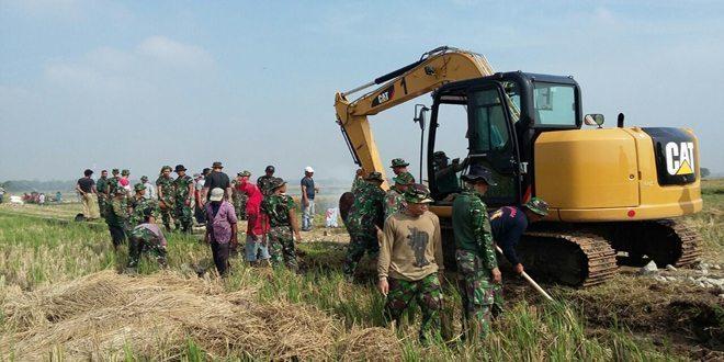 Pemkab Tangerang Kerahkan Dua Unit Kendaraan Berat dalam TMMD