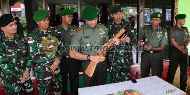 Korem 172/PWY Menerima 3 Pucuk Senjata Hasil Kegiatan Teritorial Dari Satgas Pamtas 431/SSP