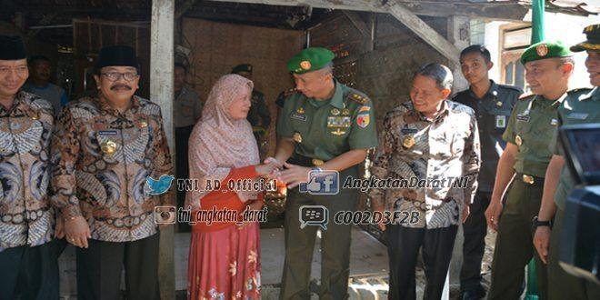 Pangdam V/Brawijaya Dampingi Gubernur Canangkan Pembangunan RTLH