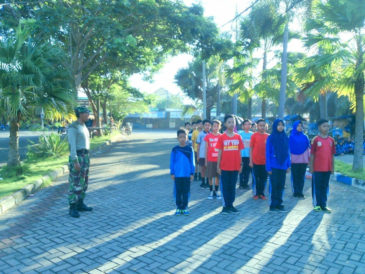 Babinsa Koramil 01/Kota Bangkalan Latih PBB Siswa SD