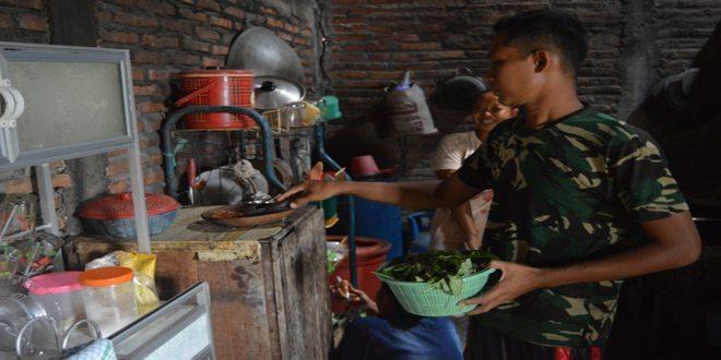 Menginjak Hari ke-10 TMMD, Kerukunan TNI-Warga Semakin Kental