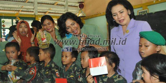 Ketum Dharma Pertiwi Kunjungi TK Kartika dan TK Hangtuah