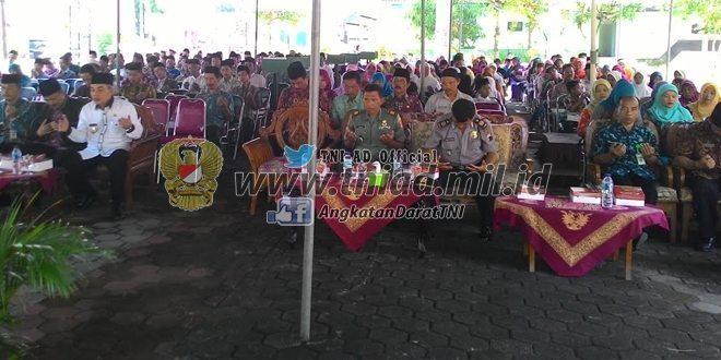Pemberian Santunan Untuk Yatim Piyatu Di Kecamatan Ngluar