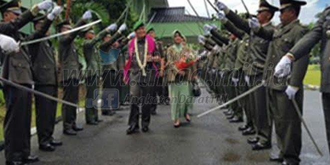 Pelepasan Dan Perpisahaan Danrem 091/Asn Ditandai Tradisi Pedang Pora