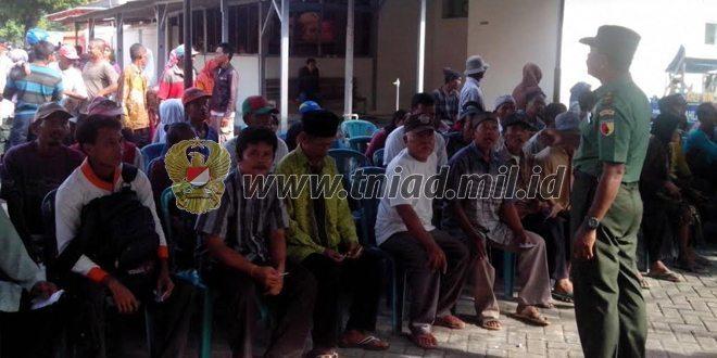 Babinsa Ramil Kota Ngawi Bantu Kelancaran Distribusi BLT