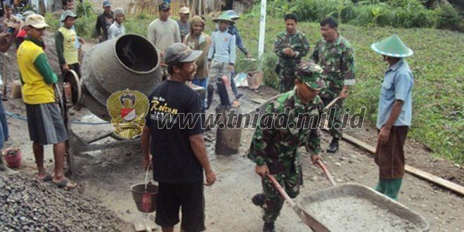 Koramil 0804/05 Poncol bersama Warga Masyarakat melaksanakan karya bhakti Pengecoran Jalan