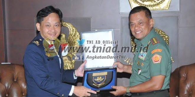 Berita Foto : Panglima TNI terima kunjungan Kasau Singapura