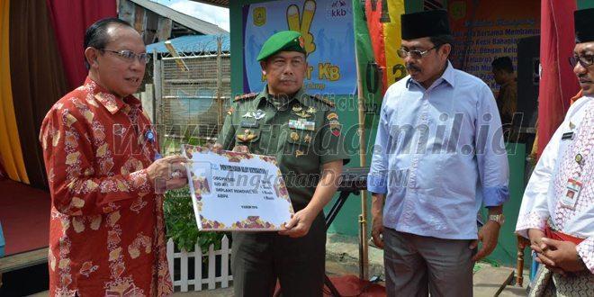 Danrem 033/Wp Dan Gubernur Kepri Mencanangkan Peringatan Hari KB Kesehatan Wilayah Kepri