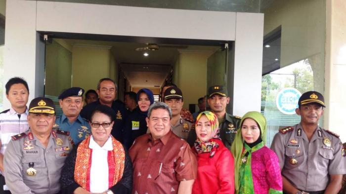 Kasrem 045/Gaya Sambut Kedatangan Menteri Yohana Di Pangkal Pinang