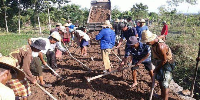 TMMD ke-96, Korem 162/WB Buat Jalan Untuk Masyarakat Desa Ganti