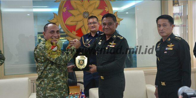 Pangkostrad Terima Kunjungan Kehormatan Panglima Wilayah 3 Angkatan Darat Kerajaan Thailand