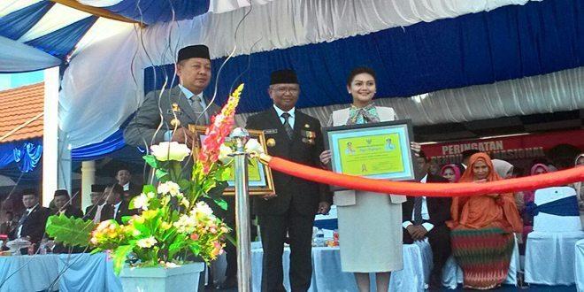 Ketua Yayasan Kartika Jaya XX Wirabuana Terima Penghargaan Pendidikan