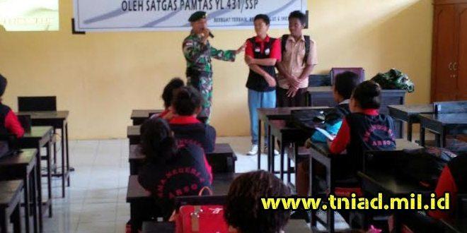 Satgas Pamtas RI-PNG Yonif Linud 431/SSP Kostrad Sosialisasi Masuk TNI AD di SMAN 4 Arso