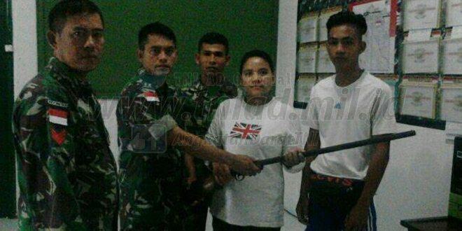 TNI Terima Senpi dari Seorang Wanita Di Perbatasan