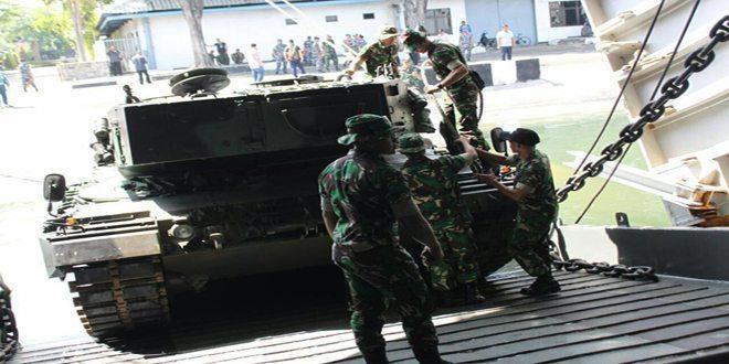 Uji Coba Embarkasi dan Debarkasi Tank Leopard ke KRI Teluk Buni