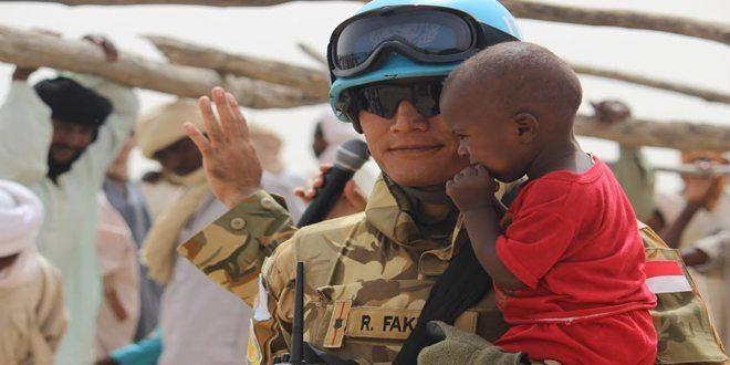 Prajurit TNI Gunakan Pendekatan Psikologi Bagi Anak-Anak Korban Konflik di Darfur